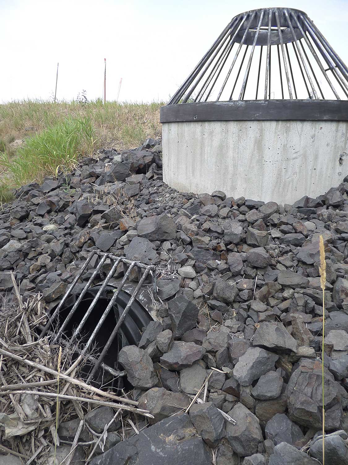 Water conservation technologies for Pond drain design